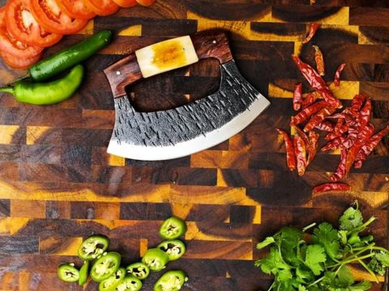 Alaskan Ulu Knife: How To Use And Where To Buy